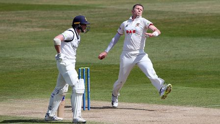 Peter Siddle in bowling action for Essex during Warwickshire CCC vs Essex CCC, LV Insurance County C