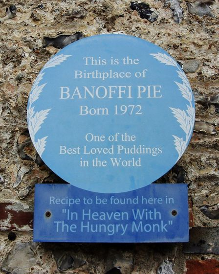 A blue plaque celebrating thebirthplace of banoffi pie