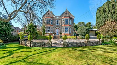 Distinctive 6 bed house in Colyton