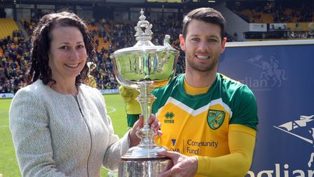 Wes Hoolahan of Norwich with his Player Of The Season trophy before the Sky Bet Championship match a