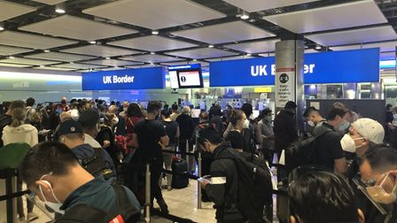 Dense crowds in thecustoms hall at Heathrow