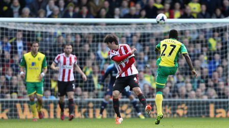 Norwich City's Alex Tettey scores his goal against Sunderland during the Barclays Premier League mat