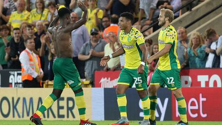 Alexander Tettey of Norwich celebrates scoring his sides 2nd goal during the Sky Bet Championship ma