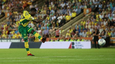 Alexander Tettey of Norwich scores his sides 2nd goal during the Sky Bet Championship match at Carro