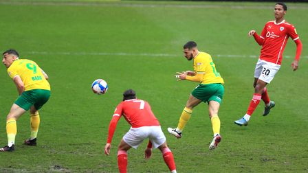 Norwich City's Emi Buendia (second right) scores their side's first goal of the game during the Sky