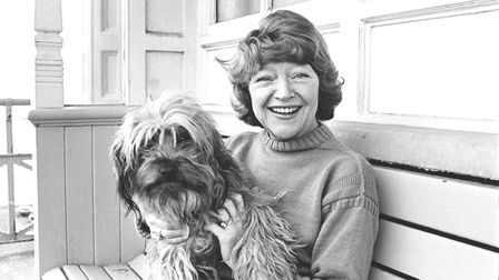 Portrait of actress Dora Bryan with her pet dog, March 1977. (Photo by Jeremy Grayson/Radio Times/Ge