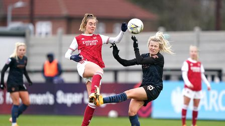 Arsenal's Jill Roord (left) and Manchester City's Lauren Hemp battle for the ball during the FA Wome