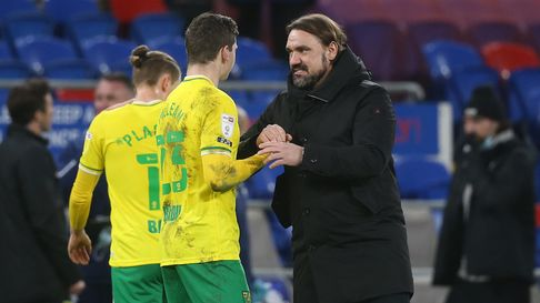 Kenny McLean of Norwich and Norwich Head Coach Daniel Farke at the end of the Sky Bet Championship m