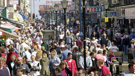 Crowds flock to Regent Road in Great Yarmouth 2003