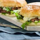 An easy yet incredibly tasty recipe for pulled venison with blue cheese in buttery brioche buns... m