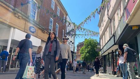 People are out enjoying the sunshine in Norwich on the May bank holiday weekend. Picture: NEIL DIDSB
