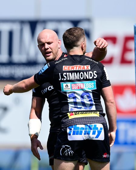 Try Celebrations for Joe Simmonds, Captain of Exeter Chiefs with Jack Yeandle of Exeter Chiefs dur