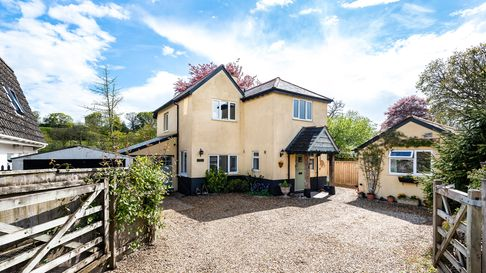 Four bed house for sale in Newton Poppleford