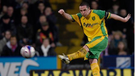 Norwich's Mark Fotheringham shoots just wide during their Coca-Cola Championship game at Selhurst P