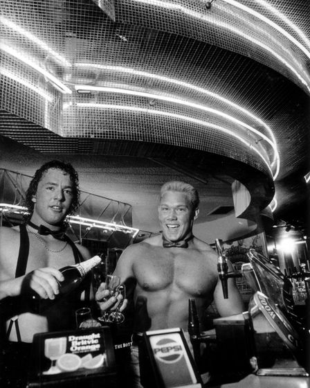 Steve Kennedy (left) and Paul Taylor behind the bar at Rick's Place. Date: Jun 1991