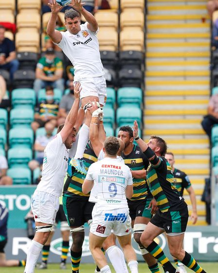 Exeter Chiefs player Sam Skinner takes a lineout during the Gallagher Premiership rugby game betwee