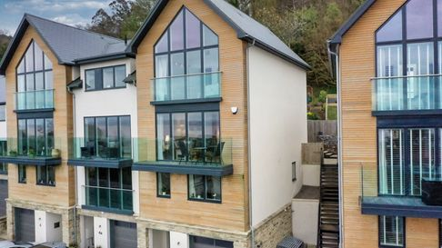 exterior of modern timber-render townhouse with large windows in brackenwood gardens, portishead