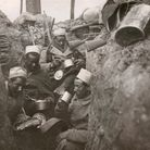 World War I. Infantrymen of the French army lunching in their trench (France). In 1915. (Photo by ad