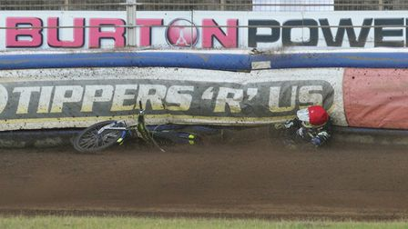 Paul Starke crashes out of heat 8.