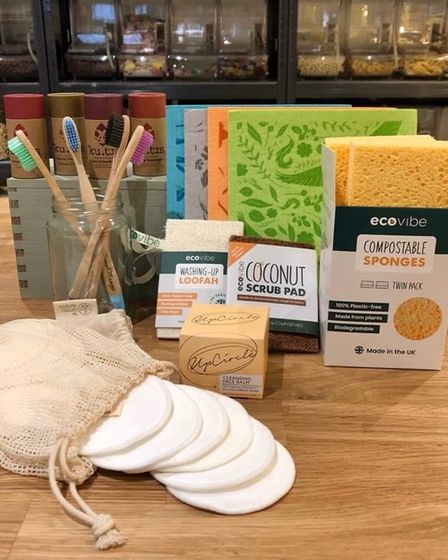 So make the switch to one of these fully compostable alternatives – cleaning cloths, sponges and loofah scourers.