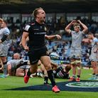 Alex Cuthbert of Exeter Chiefs goes over for a try and Stu Townsend of Exeter Chiefs celebrates as S