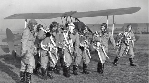 The First Eight in front of a Tiger Moth at Hatfield - Margaret Fairweather is third from left