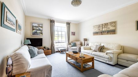 Luxury 4 bed apartment with swimming pool