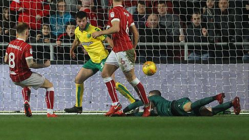 Angus Gunn impressed on a season long loan spell at Norwich City. Now he is back
