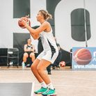 Louise Rouse of Oaklands Wolves in action at Hoopsfix