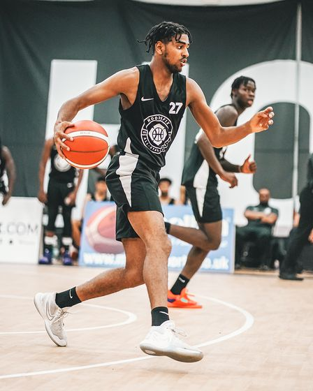 Kane Daley of Oaklands Wolves in action at Hoopsfix