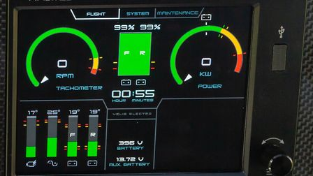 The engine instruments show (clockwise from top left) RPM, battery charge and time remaining, KW, vo