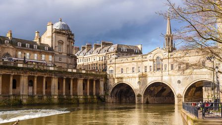 DY4NRB Completed in 1774 designed by Robert Adam in a Palladian style, Pulteney Bridge crosses the R