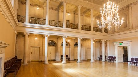 RW4KXM A magnificent glass chandelier and polished floor in the Tea Room of the Assembly Rooms in Ba