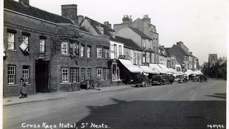 The old Cross Keys pub in St Neots High Street in the 1930s.