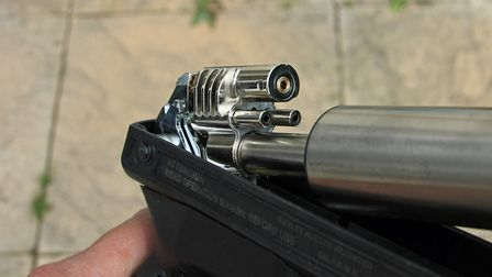 The air transfer port of the Alecto ensures consistent shooting.