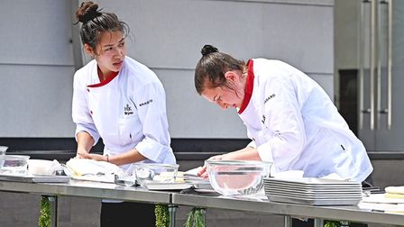 """HELL'S KITCHEN: L-R: Contestants Brynn and Josie in the """"Young Guns: Temping the Meat"""" episode airin"""