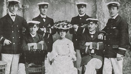 The cast from a show at Gorleston Pavilion in 1906.