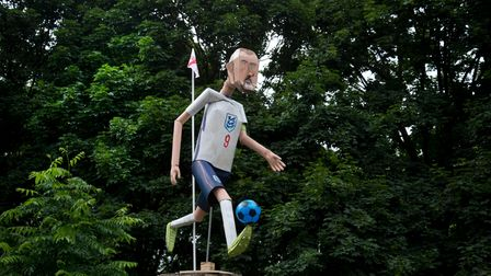 London Fields, Hackney. Impromptu sculpture of Harry Kane by Magnus Irvin, appears hours before the