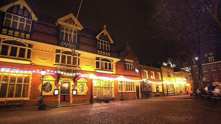 Tombland at night, the not so busy Boswells, Hy's and Pizza One, Pancakes Two due to close.< Pics