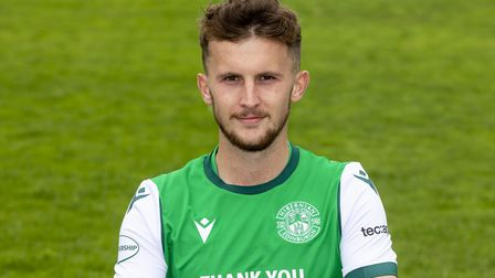 Former Hibernian player Tom James has joined Leyton Orient