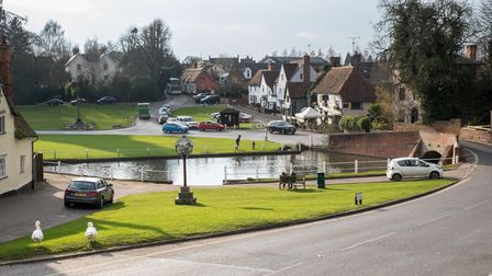 Finchingfield village centre in the sun and pond. In the background: pretty cottages