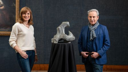 Fake or Fortune? presenters Fiona Bruce and Philip Mouldwith a sculpture, possibly by Henry Moore.