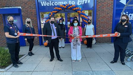 Representatives from charity Sue's House open the B&M store in King George Avenue, Newbury Park.