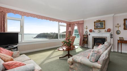 This superb double apartment enjoys spectacular views across the Bay