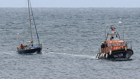 Ilfracombe RNLI tows the yacht to safety