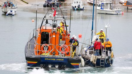 Ilfracombe RNLI places the yacht on safe mooring