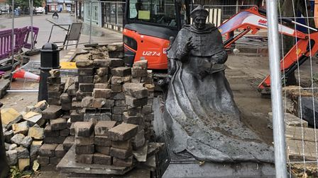 Cardinal Wolsey covered in mud and by some bricks in St Peter's Street, Ipswich