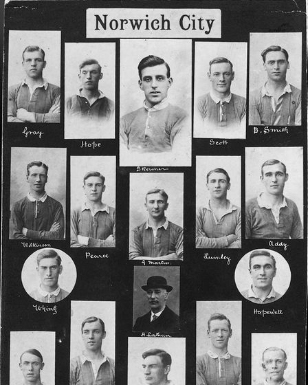 The team in 1920/21 featured individually