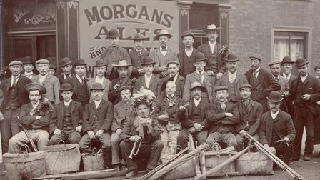 Picture shows a fishing outing outside the StPaul's Tavern in Cowgate.The name aboveFor ENCopy