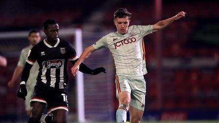 Grimsby Town's Ira Jackson (left) and Bradford City's Elliot Watt battle for the ball during the Sky
